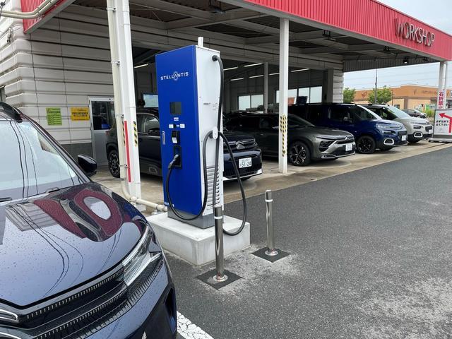 隣接には認証工場のWORKSHOPも完備しております。車検や修理等のご用命も承ります。