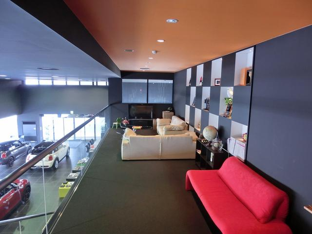 ショールーム2階にラウンジスペースがあり、キッズスペースとしてもご利用頂けます。安心してご来店下さい