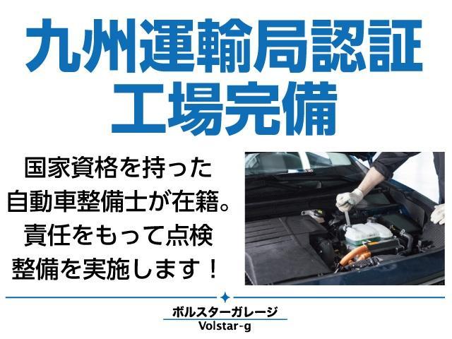 工場にはリフトも完備。様々なトラブルにも素早く対応します。車検もお任せください!