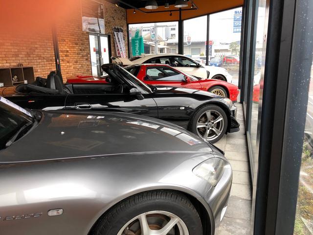 店内ショールームには、ホンダのスポーツカー中心に展示しております。