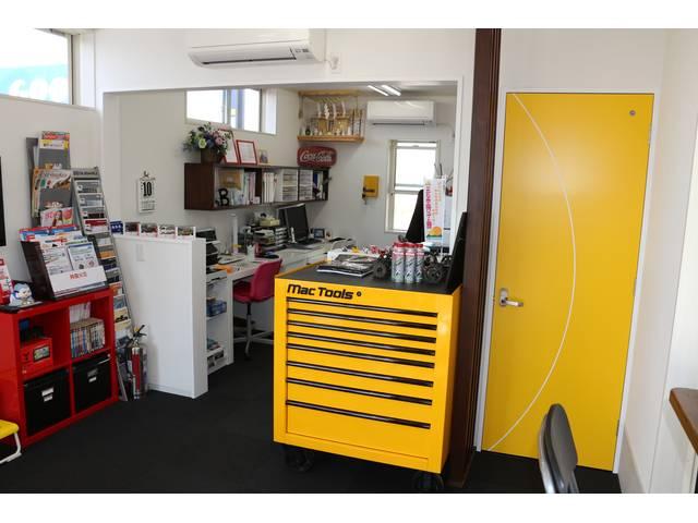 当社はお客様からの部品・タイヤ等の持ち込み作業を正規工賃にて、心よくお受けいたします。