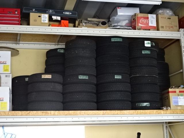 タイヤ預かりサービスもあります。置き場所にお困りのお客様、当社へご相談ください!