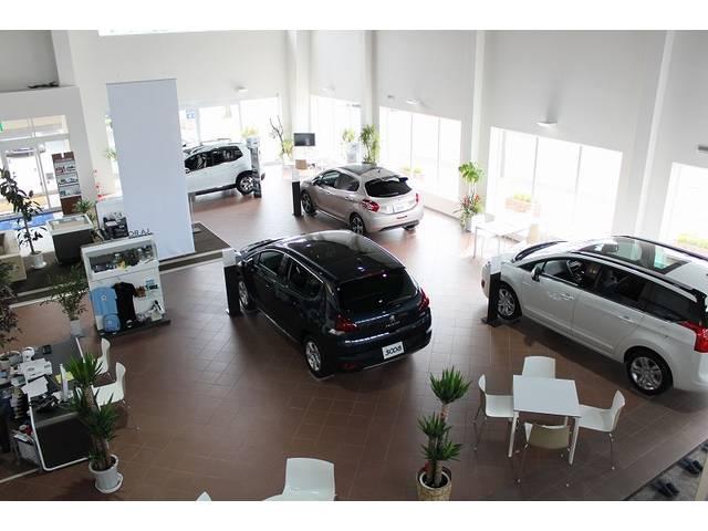 常時4台の展示ができる広いスペースを確保